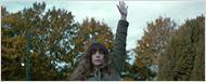 Anne Hathaway controla um monstro com o poder da mente no trailer bizarro de Colossal