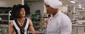 Salva-vidas acreditam que são investigadores em novo trailer de Baywatch, estrelado por Dwayne Johnson e Zac Efron