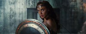 Liga da Justiça: Mulher-Maravilha está pronta para o combate em comercial de TV e cartaz