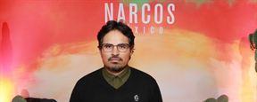 Narcos: México - Michael Peña e Eric Newman explicam como a nova temporada se difere das anteriores e aquela surpresa do episódio 5 (Entrevista exclusiva)