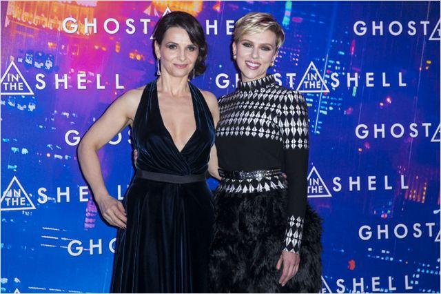 A Vigilante do Amanhã: Ghost in the Shell : Vignette (magazine) Juliette Binoche, Scarlett Johansson