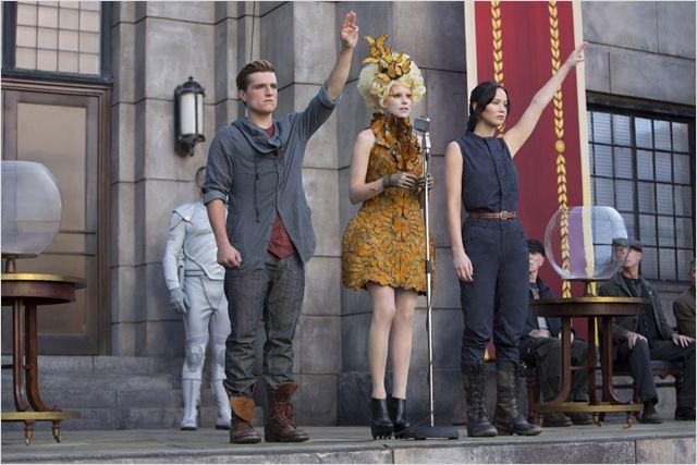 Jogos Vorazes - Em Chamas : Foto Elizabeth Banks, Jennifer Lawrence, Josh Hutcherson