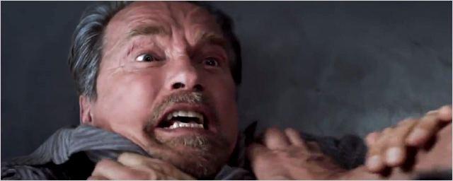 Stallone contra Schwarzenegger em cena de Rota de Fuga