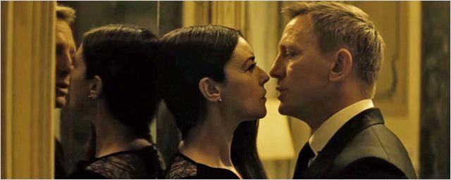 Chega de James Bond beijoqueiro! Índia censura cenas de 007 Contra Spectre