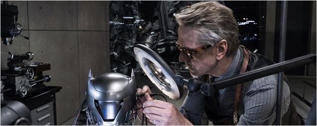 Jeremy Irons concorda com todas as críticas negativas recebidas por Batman Vs Superman