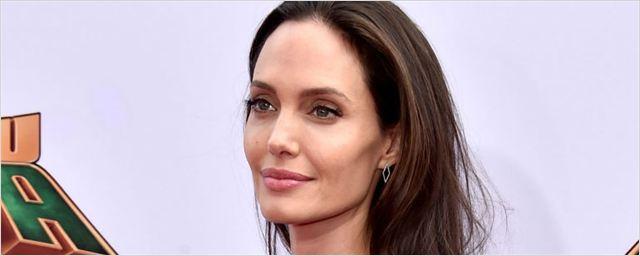 Angelina Jolie negocia para estrelar Assassinato no Expresso Oriente, adaptação da clássica obra de Agatha Christie