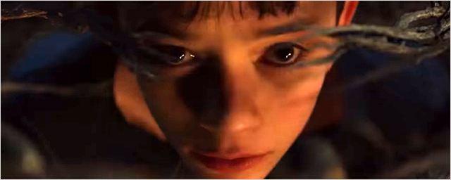 """Criança encontra """"algo selvagem"""" em novo trailer de Sete Minutos Depois da Meia-Noite"""