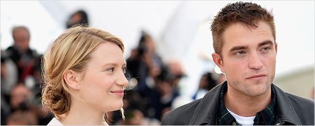Faroeste cômico poderá contar com Robert Pattinson e Mia Wasikowska nos papéis principais