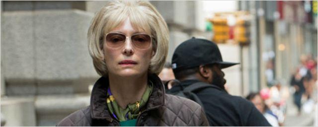 Okja ganha primeira imagem oficial com Tilda Swinton, enquanto Jake Gyllenhaal usa figurino bizarro no set de filmagens