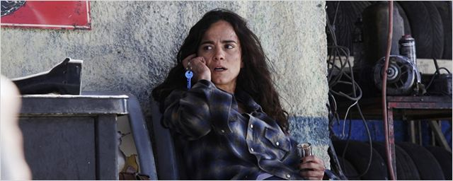 Queen of the South: Série protagonizada por Alice Braga retornará para a segunda temporada