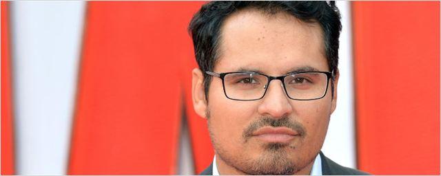 Michael Peña entra para a adaptação de Uma Dobra no Tempo