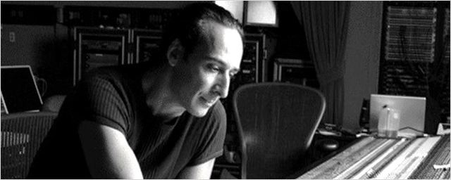 Alexandre Desplat será o responsável pela trilha do romance fantástico que Guillermo del Toro está preparando