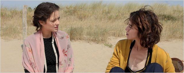 Marion Cotillard e Charlotte Gainsbourg pegam uma praia na primeira foto de Les Fantômes d'Ismaël
