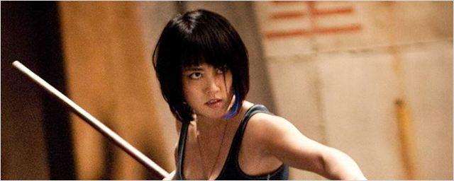 Foto dos bastidores revela que personagens de Charlie Day e Rinko Kikuchi reaparecerão em Círculo de Fogo 2