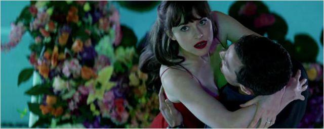 Christian Grey aposta em seu lado romântico no novo comercial de Cinquenta Tons Mais Escuros