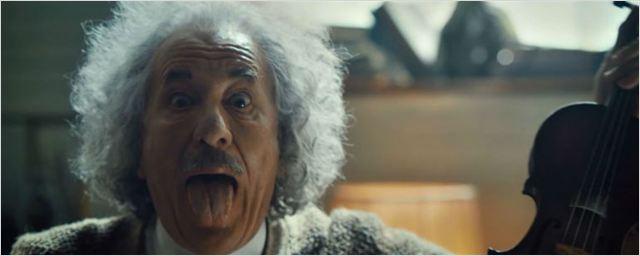 Albert Einstein tocando Lady Gaga no violino? Veja o criativo comercial de Genius para o Super Bowl