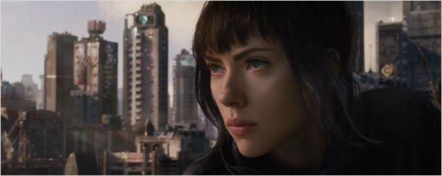 Scarlett Johansson busca por respostas em novo trailer de A Vigilante do Amanhã
