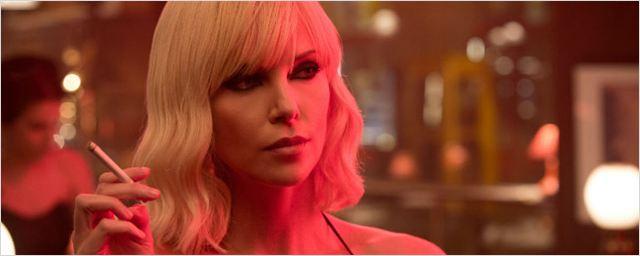 Charlize Theron é uma loira fatal em novas fotos de Atomic Blonde