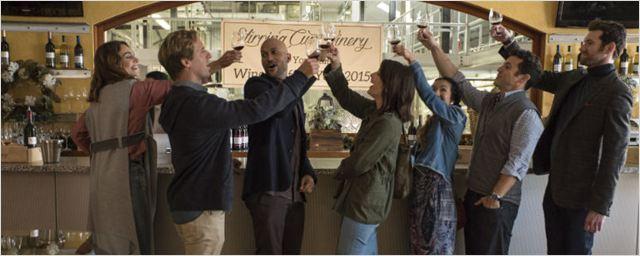 Friends From College capricha no elenco, mas não consegue fazer o espectador rir (Crítica da primeira temporada)