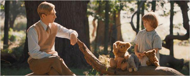 Domhnall Gleeson tenta superar os dramas da guerra em novo trailer da biografia sobre o criador do Ursinho Pooh
