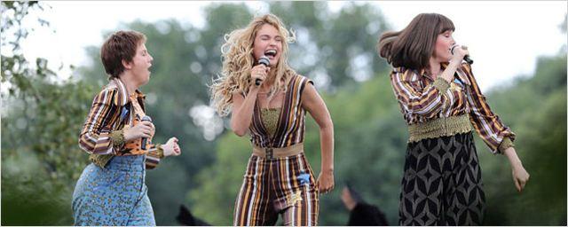 Mamma Mia 2: Lily James canta e dança como versão jovem de Meryl Streep em vídeo de bastidores do filme