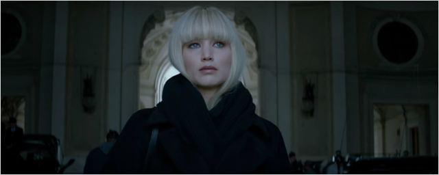 Jennifer Lawrence é uma sedutora assassina russa no trailer de Operação Red Sparrow