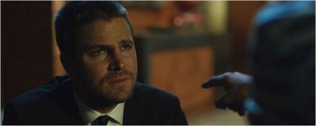 Arrow: Oliver Queen tenta conciliar as tarefas de pai e vigilante em novo trailer da 6ª temporada