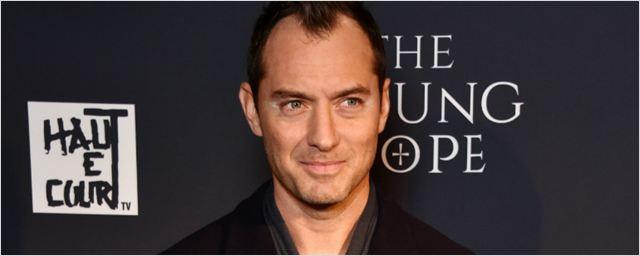 Jude Law pode protagonizar novo filme da diretora de The Handmaid's Tale
