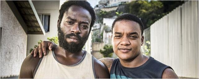 """Douglas Silva e Darlan Cunha sobre Cidade dos Homens: """"Quem cresceu na favela tá em crise há muito tempo"""" (Entrevista)"""