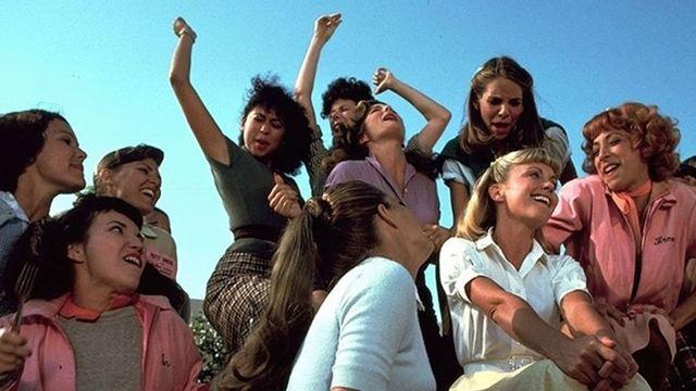 Filmes na TV: Hoje tem Grease - Nos Tempos da Brilhantina e Um Lugar Chamado Notting Hill