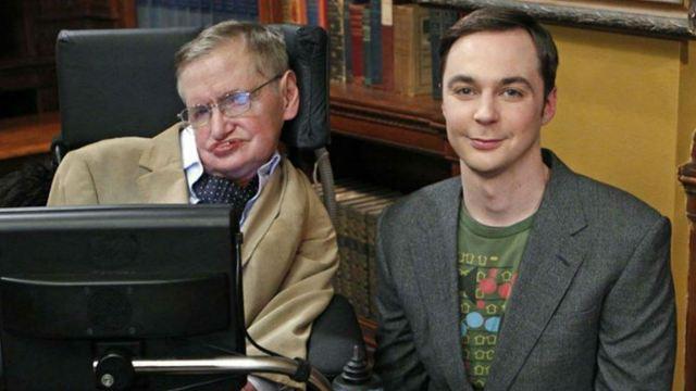 Relembre as participações de Stephen Hawking em The Big Bang Theory, Os Simpsons, Jornada nas Estrelas e outros