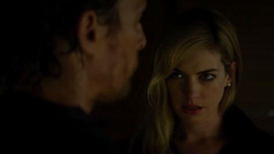 Matthew McConaughey e Anne Hathaway planejam algo fatal no trailer de Serenity