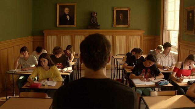 O Professor Substituto: Pierre entra em confronto com seus alunos em novo clipe (Exclusivo)