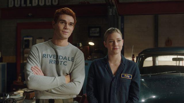 """Riverdale: K.J Apa diz que """"filmar série parece uma prisão"""""""