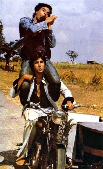 Sholay : Photo Amitabh Bachchan, Dharmendra, Ramesh Sippy