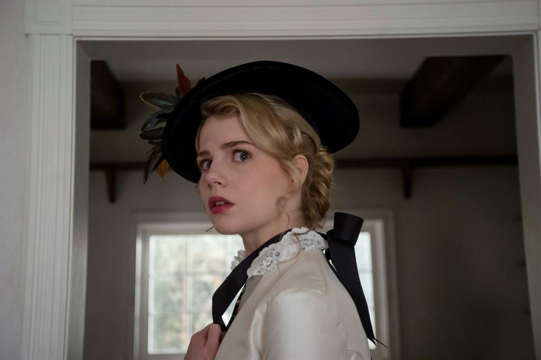 I Am The Pretty Thing That Lives In The House : Foto Lucy Boynton