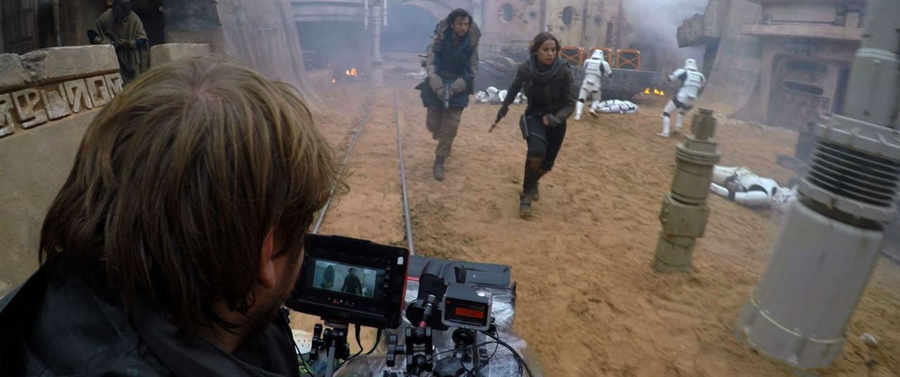 Rogue One: Uma História Star Wars : Foto Diego Luna, Felicity Jones, Gareth Edwards (V)