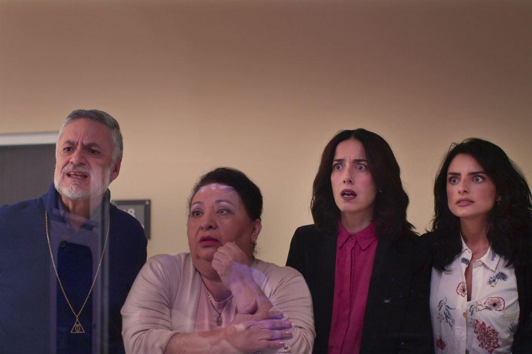 Foto Aislinn Derbez, Arturo Rios, Cecilia Suárez